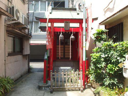 首尾稲荷神社 - 病気の平癒に感謝して創建されたと伝わるお稲荷さま