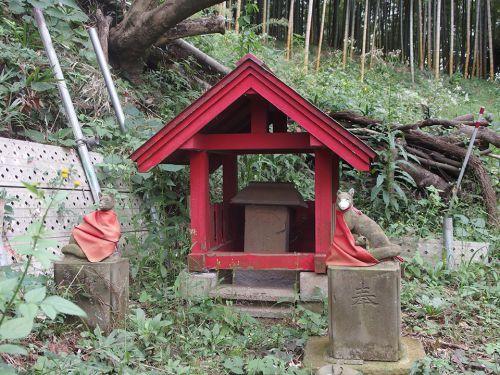 稲荷社(横浜市港北区新吉田町) - 新吉田町の谷戸地に祀られているお稲荷様