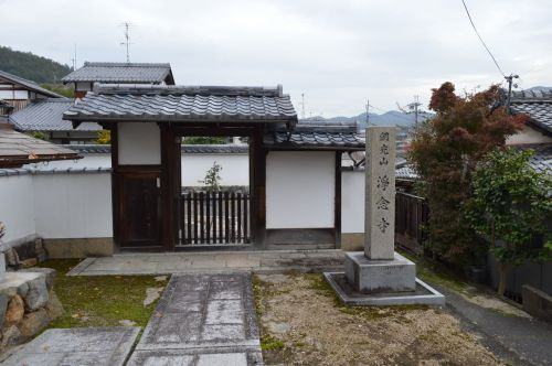 寺院左0666 浄念寺 浄土宗 鎮西派 石仏と十三重塔
