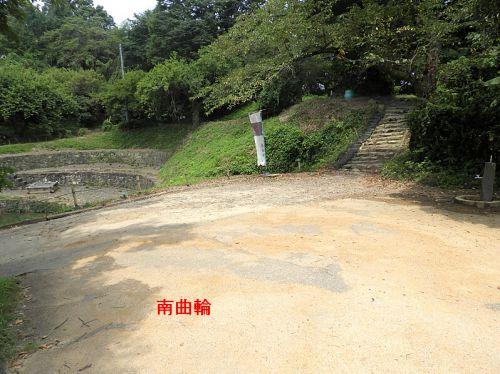 金山城(日本100名城) 8 御台所曲輪から本丸(新田神社)