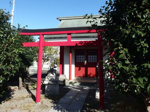 稲荷神社(横浜市旭区西川島町2) - 帷子川沿いに祀られている神社