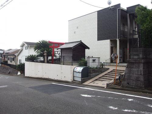 熊野神社(横浜市青葉区恩田町) - 上恩田杉山神社のすぐ側に鎮座する小祠